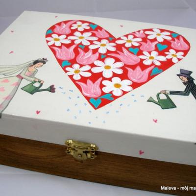 drevená šperkovnica Aby láska kvitla, musíme sa o ňu starať