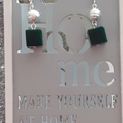 Náušnice-smaragdove kocky