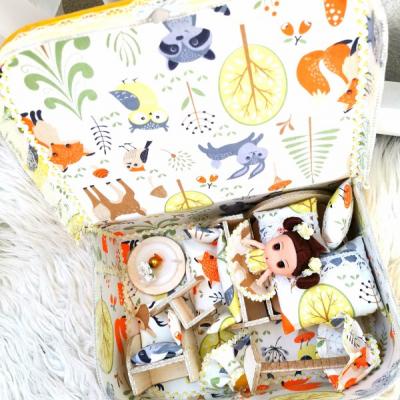 Kufrík ňuňu s motívom lesa a zvieratiek, s bábikou a nábytkom