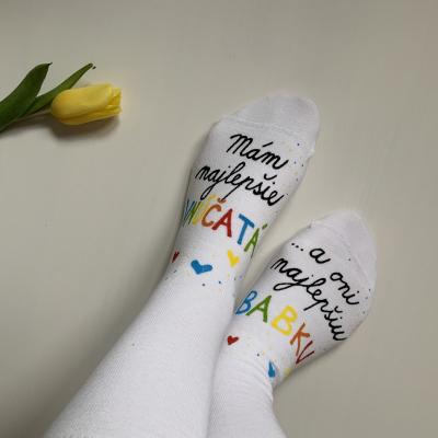 Maľované biele ponožky s nápisom: