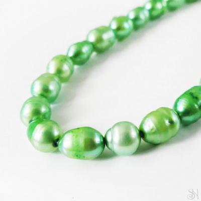 Zelené riečne perly 5x7 mm - 1 ks