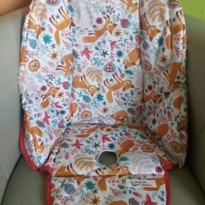 Návlek na detskú jedálensku stoličku.