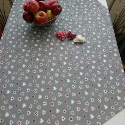 Srdiečkový obrus na stôl