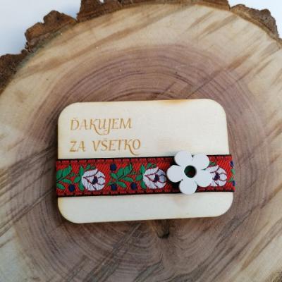 Folklórna drevená magnetka aj pre učiteľky