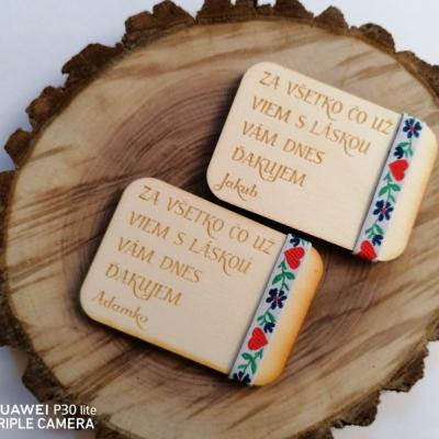 Folklórna drevená magnetka pre učiteľky s menom