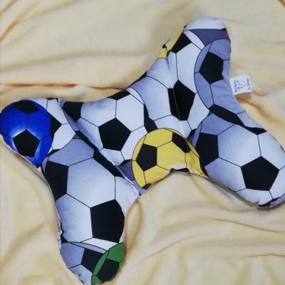 Cestovný vankúšik pre väčšie deti, alebo pre dospelých-futbalový