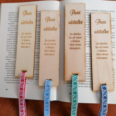Drevená folklórna záložka pre uciteľku/učiteľa
