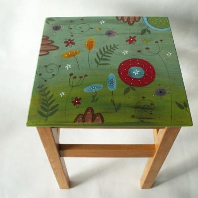 Maľovaná stolička - Na lúke
