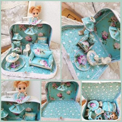 Modrý kvetinový ňu-ňu kufrík s bábikou