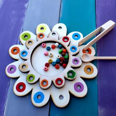 Hračka - farebený kvet