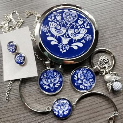 Bižutérny darčekový set zrkadielko, náušnice, prívesok, kľúčenka, náramok