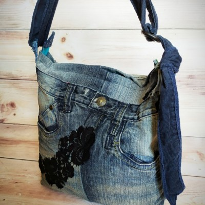 Denim taška  s čiernou čipkou