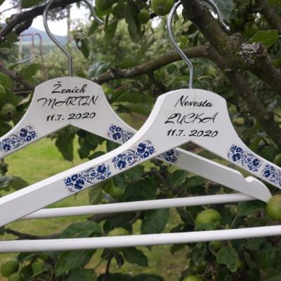 Svadobné vešiaky - modrý  folk