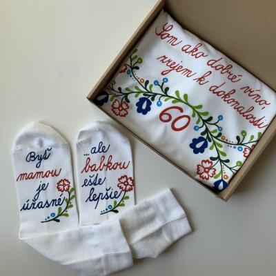 Maľované tričko a ponožky k babkiným okrúhlym narodeninám