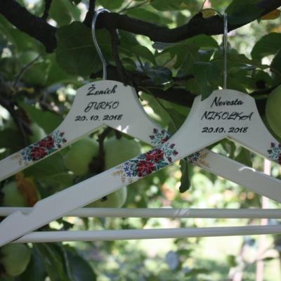 Svadobné vešiaky