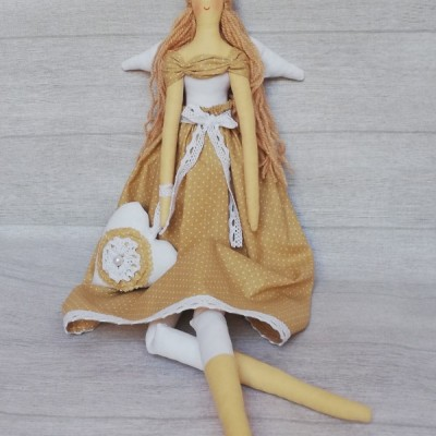 Anjelik bežovo biely