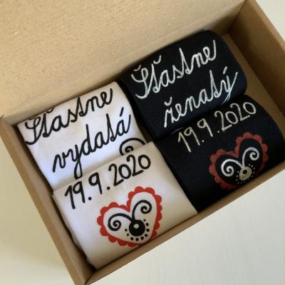 Originálne ľudovoladené MAĽOVANÉ ponožky k výročiu svadby (biele+čierne)