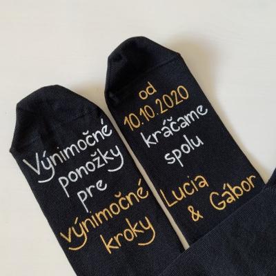 Originálne MAĽOVANÉ ponožky pre ženícha (čierne s menami)