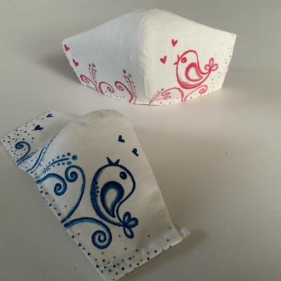 Maľované SMOTANOVOBIELE ľanové rúška (3-vrstvové) - sada dvoch pre sestry, kamošky...