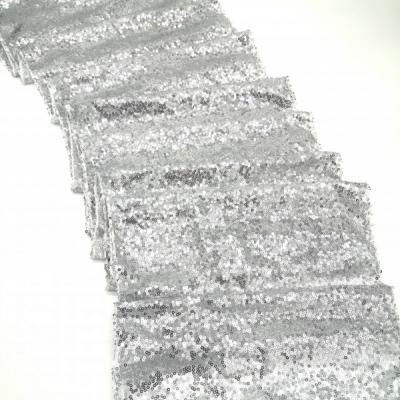 Prenájom - Flitrovaný behúň vo farbe silver