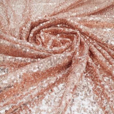 Prenájom - Flitrovaný obrus vo farbe rose gold