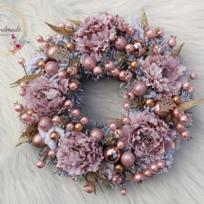 Romantický zimný veniec ružovo-zlatý s pivóniami 30 cm