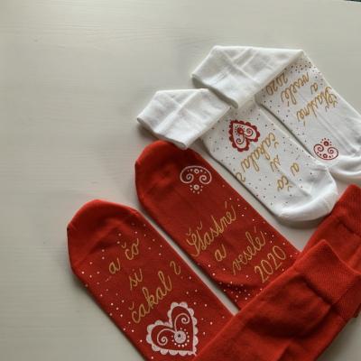 Sada maľovaných vianočných ponožieky s nápismI: