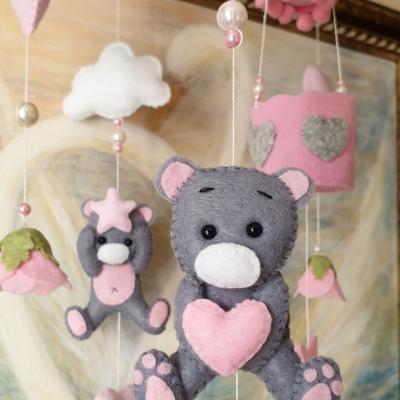 Ručne šité kolotoče nad detskú postielku, dekoracie do detskej izbičky, kusatka a retiazky do kočíkov