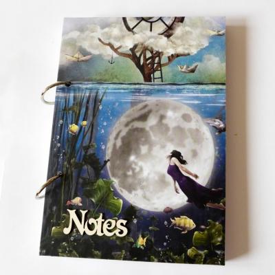 zápisník s mesiacom