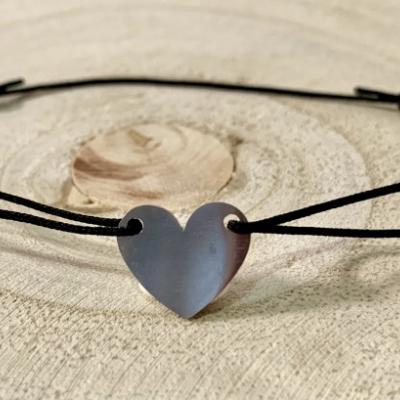 Srdce s čiernou šnúrkou
