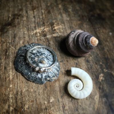 Okrúhly prsteň s 3 guličkami :)
