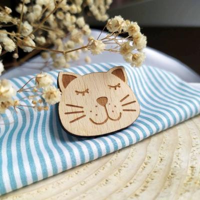 Drevený odznak cica