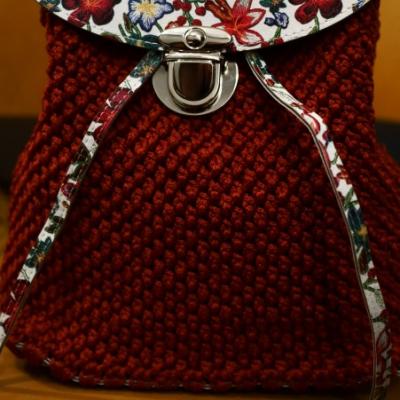 Háčkovaný ruksak