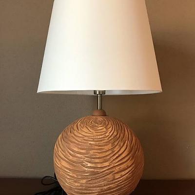 Stolná lampa vyrezávaná