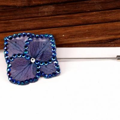 Elegantná brošňa hortenzia