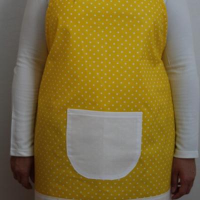 Žltá bodkovaná zásterka