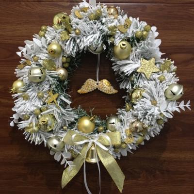 Svietiaci vianocny vencek na dvere