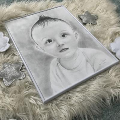 Chlapček v bielom rámčeku