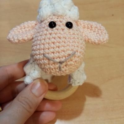 Ovečka hrkálka-hryzadlo s rolničkou