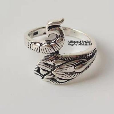 Funkčný prsteň na držanie priadze