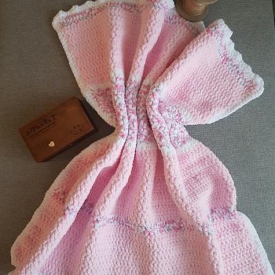 Hačkovaná deka pre dievčatko