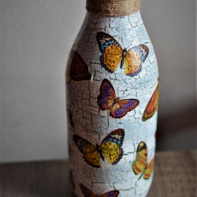 Váza s motýľmi