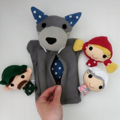 Sada maňušiek - Rozprávka o Červenej čiapočke / s hladným vlkom čo má bruško na zips