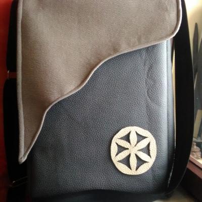 Taška na rameno na bežné veci alebo notebook