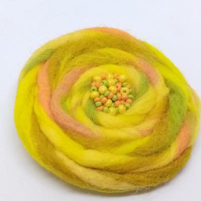 Plstená brošňa žltá