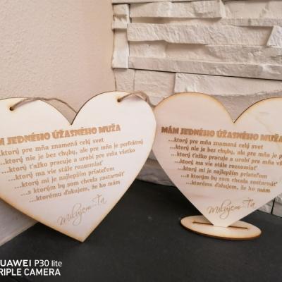 Drevené srdce na podstavci pre manžela, priateľa aj na Valentína