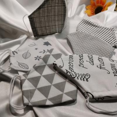 Dvojvrstvové rúška z bavlny na gumičku - šedá krása