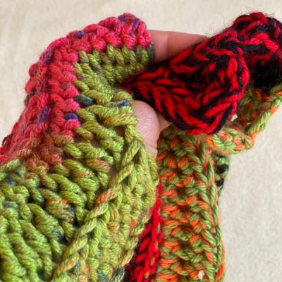 Bezprstačka - FunkyChunky - Melír čierno- červeno - oranžovo - zelená