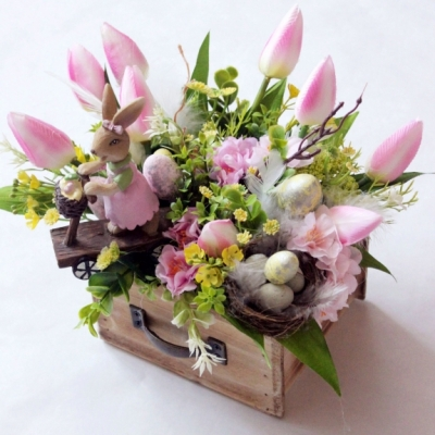 Jarná dekorácia so zajačikom