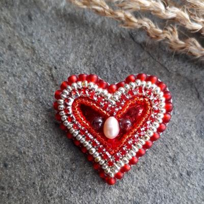 Srdcomilka drobná-brošňa v tvare srdca